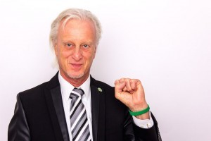 "Dr. Bernd Schmude is, like Dr. Gorter and Jens Rusch, a cancer survivor and went in complete remission against all predictions of his colleagues. He relied on the self-healing processes in his body. He founded the non-profit patients organization ""Stark gegen Krebs"" (""together strong against cancer"")"